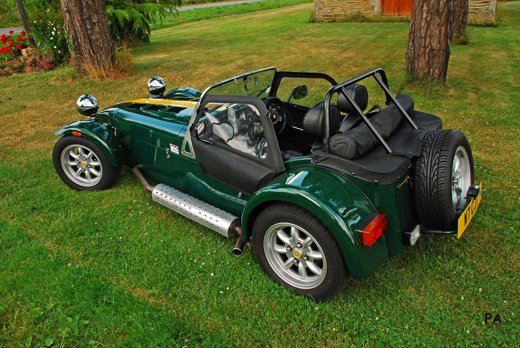 caterham lotus super 7 seven british pistons la mascotte en video actualit s british. Black Bedroom Furniture Sets. Home Design Ideas